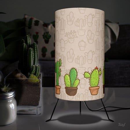 Luminária decorada com cactos
