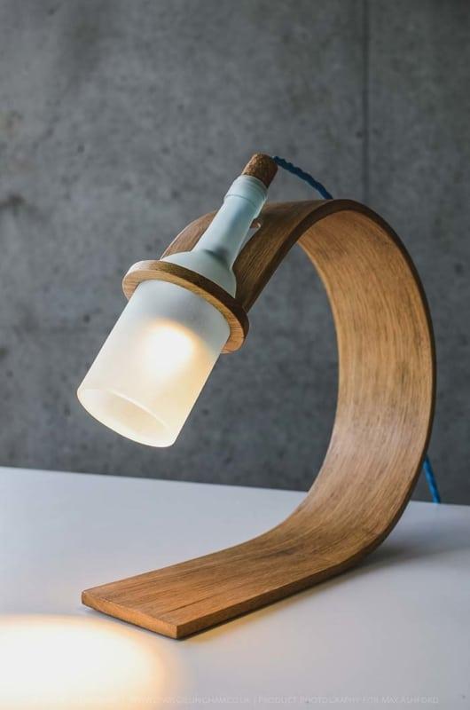 Luminária diferente de madeira
