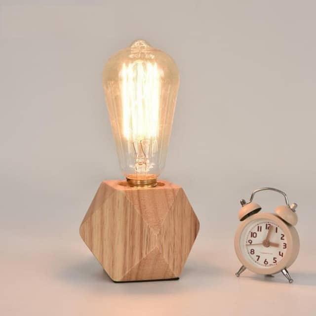 Luminária geométrica de madeira para mesa