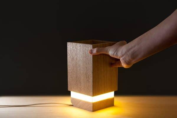Luminária ou obturador de luz de madeira