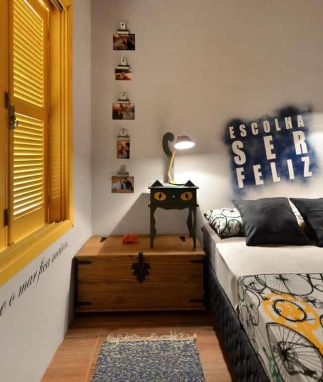 Luminária simples no quarto