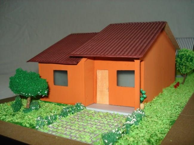 Maquete de casas de papelão colorida
