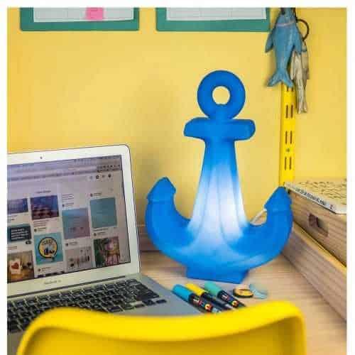 Mesa com luminária infantil de âncora