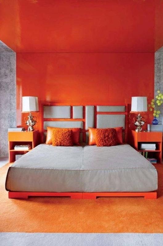 Quarto moderno na cor laranja