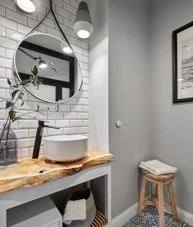 banheiro com espelho adnet