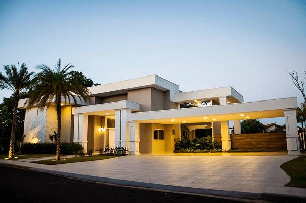 casa grande com platibanda simples