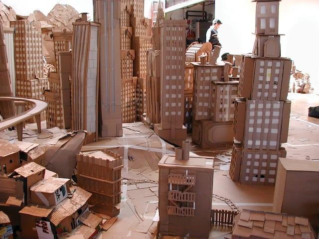 edificios em papelão