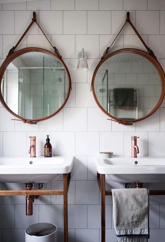 espelho adnet em banheiro coletivo