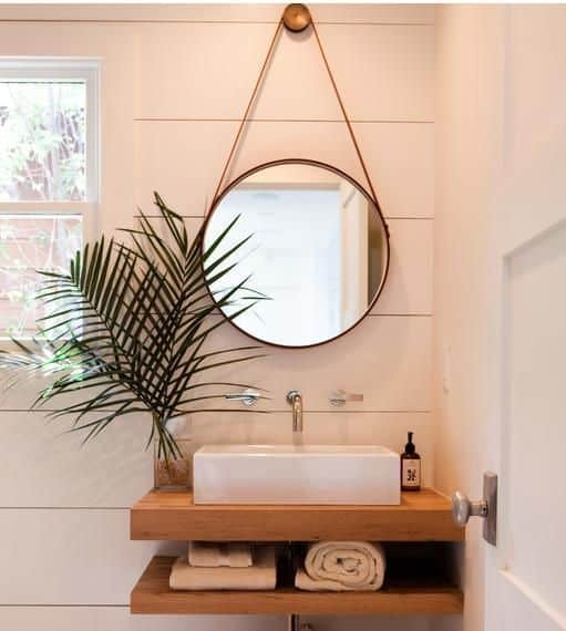 espelho adnet em banheiro minimalista
