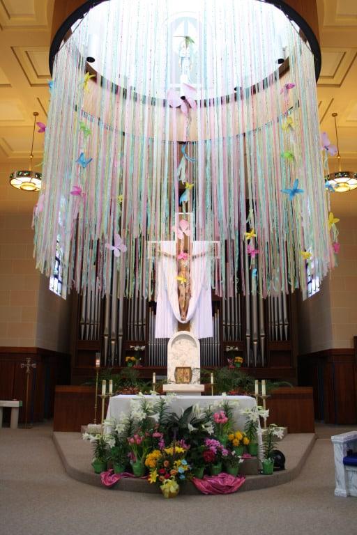 linda decoração de igreja para pascoa
