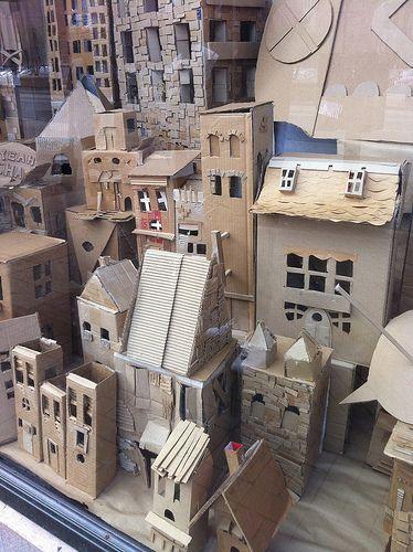 maquete de edificio de papelão