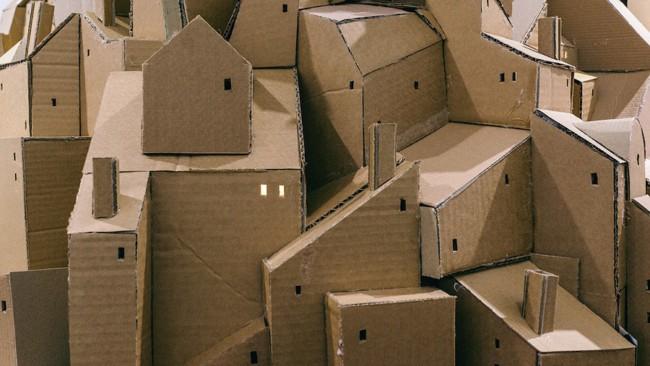 maquete de edificios com papelão