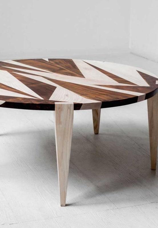 marchetaria geometrica em mesa redonda