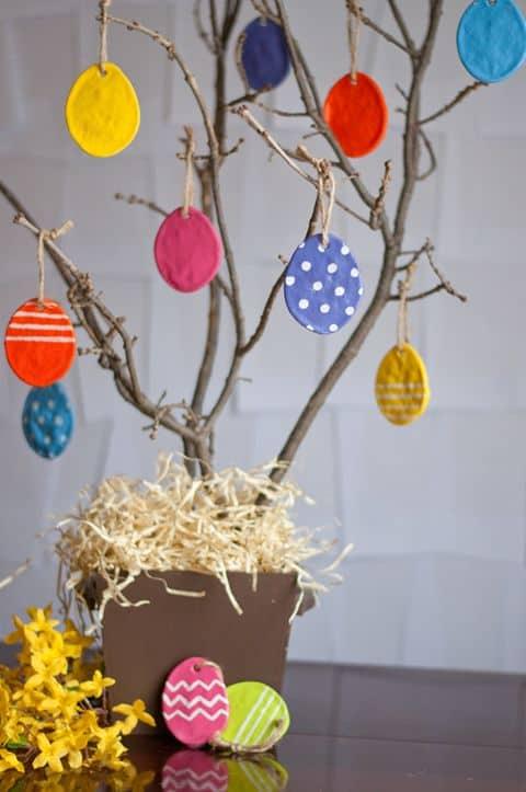 Árore de ovinhos para decoração de páscoa para escola27