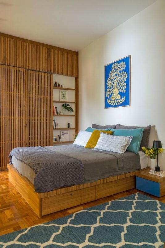 cama de casal em madeira e com gavetões
