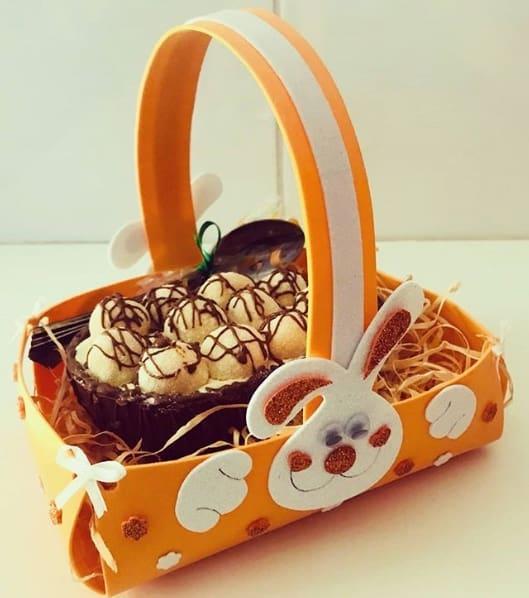 cesta de EVA com ovo de páscoa
