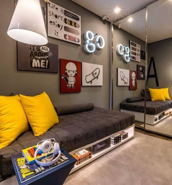quarto masculino decorado com quadros