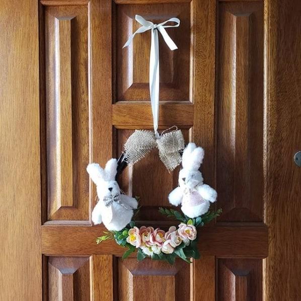 porta principal decorada para páscoa