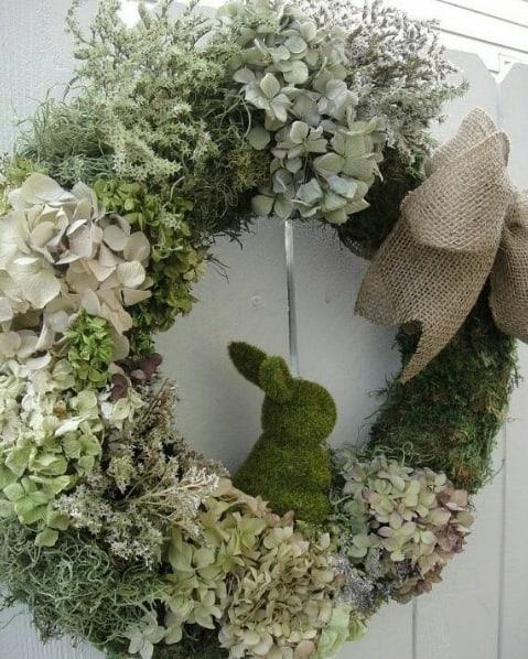 guirlanda de porta com flores secas