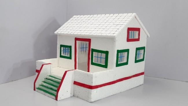 casa pequena e simples em isopor