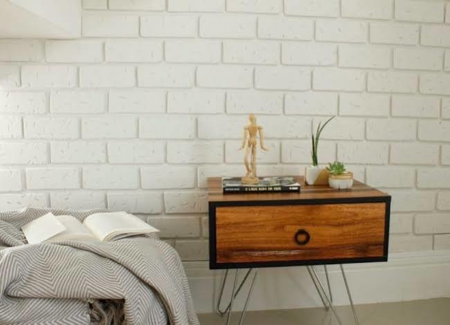 parede decorada com tijolinhos feito de isopor