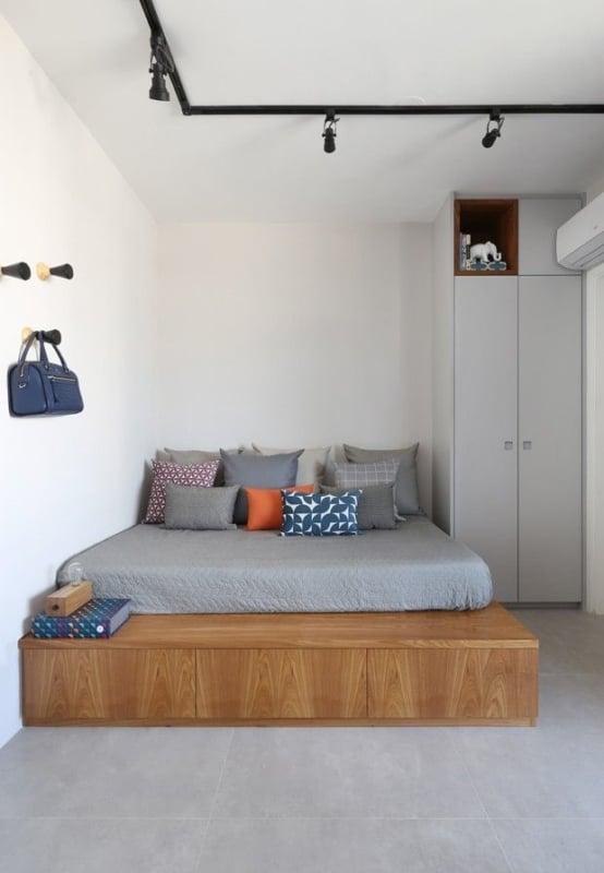 cama de MDF baixa com gavetas na base