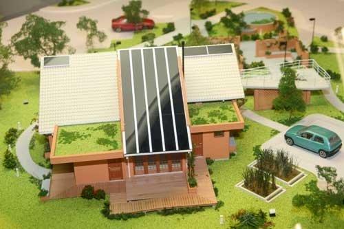 maquete casa com placas de energia solar