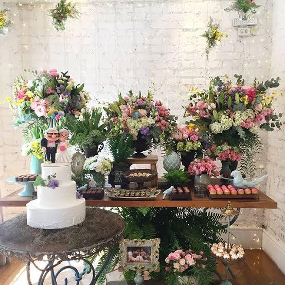 decoração com flores para festa de casamento em casa