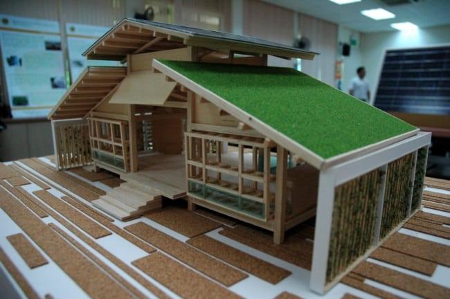 maquete de casa com telhado verde