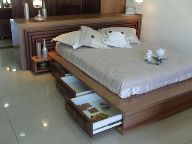 cama de casal com gavetas e criado mudo