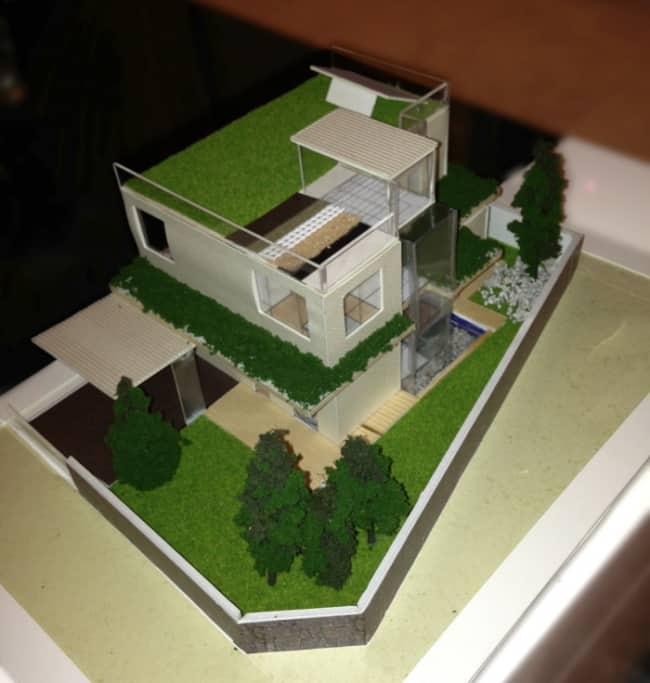 maquete de casa moderena com telhado verde e sustentável