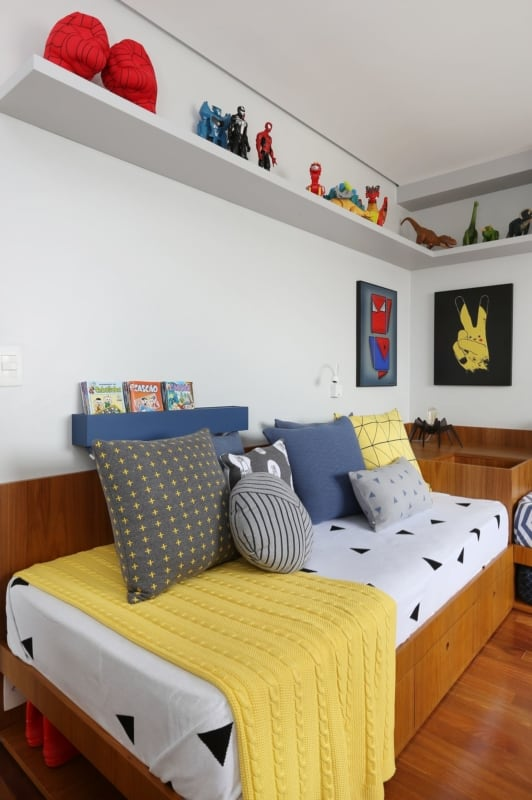 cama de solteiro em madeira e com gavetas