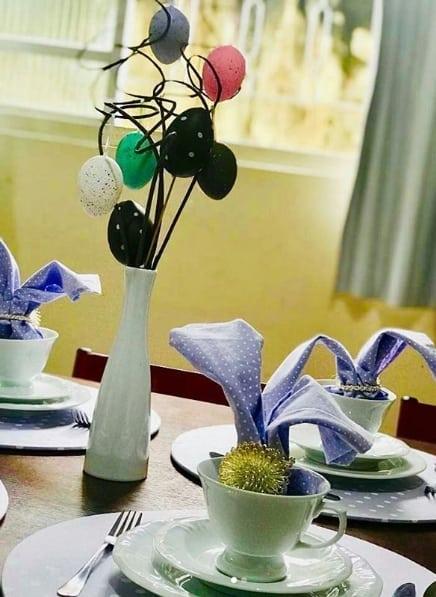 decoração simples para mesa de páscoa