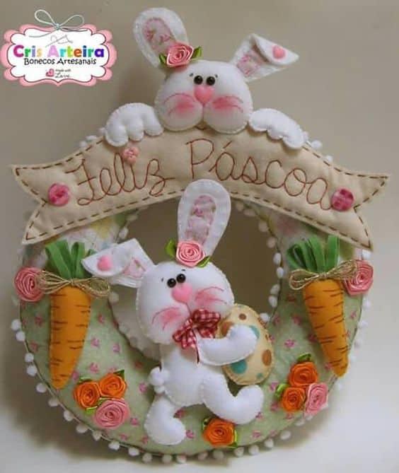guirlanda decorada com coelhos para páscoa