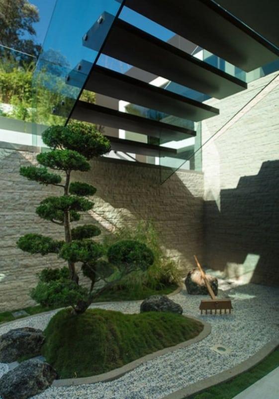 área externa com jardim zen