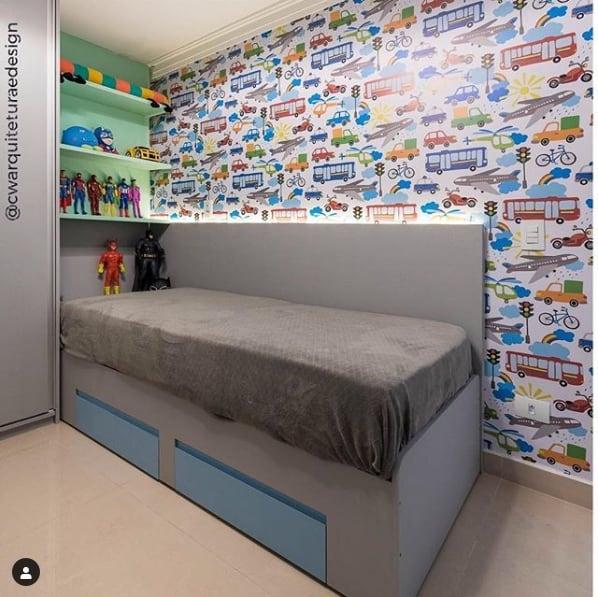 cama de solteiro cinza com gavetas