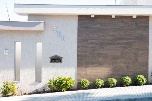 muro decorado com porcelanato amadeirado