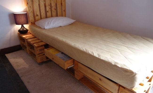 cama de pallets com gavetas