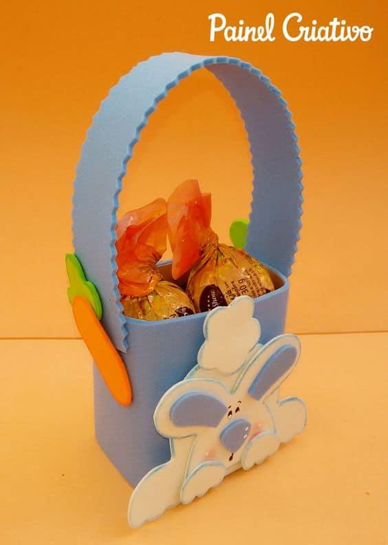 cesta de páscoa com chocolates