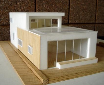 maquete de casa moderna com portas de vidro