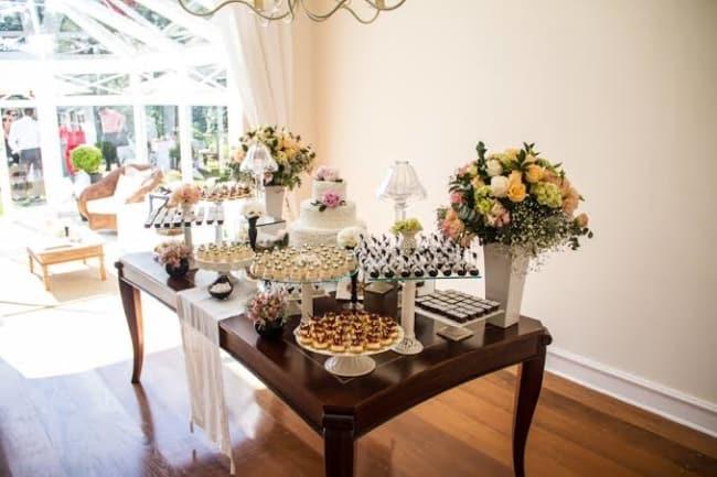 festa de casamento na sala de casa