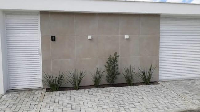 muro decorado com piso porcelanato