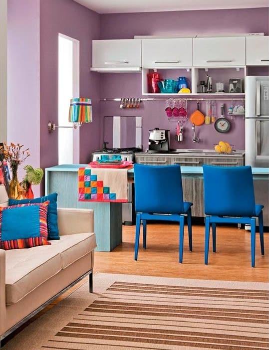 cozinha com decoração colorida