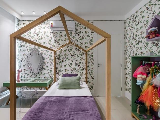 quarto infantil decorado em lilás e verde