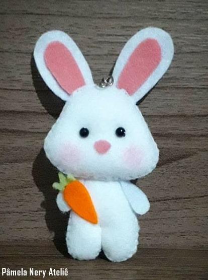 chaveiro de coelho com cenoura de feltro
