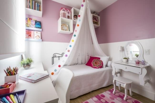 quarto infantil decorado em lilás e branco