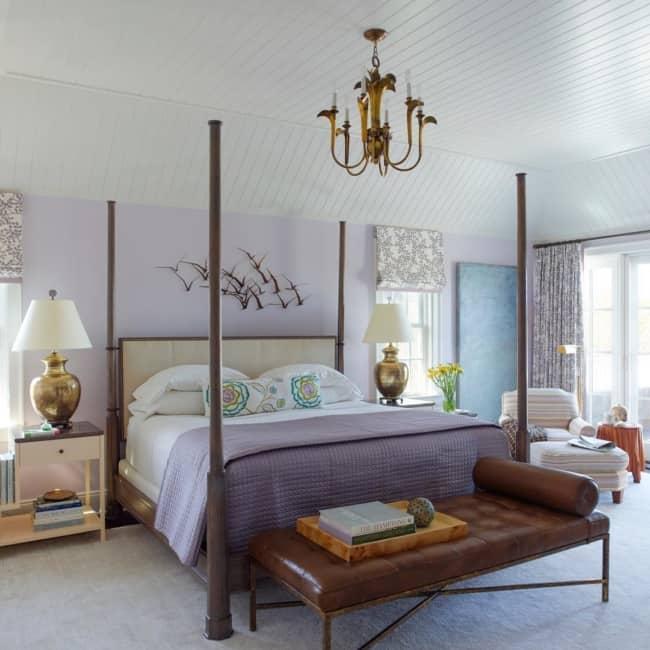 quarto com decoração clássica e com cor