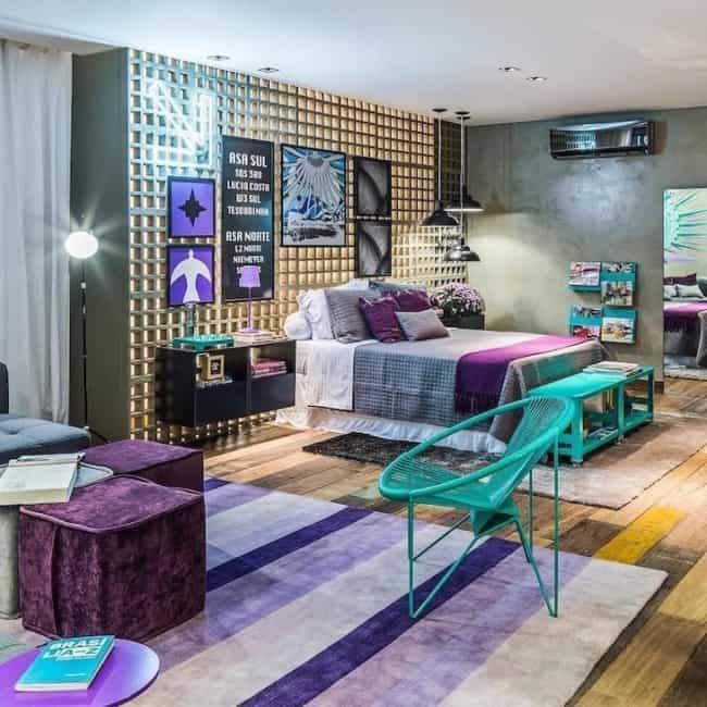 decoração moderna de quarto em lilás e turquesa