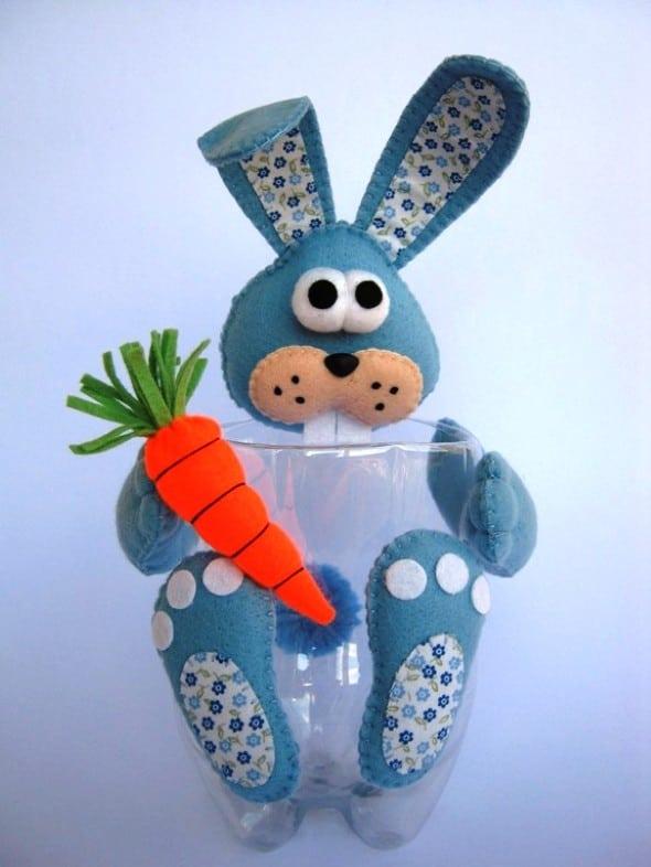 artesanato de páscoa com garrafa PET e coelho