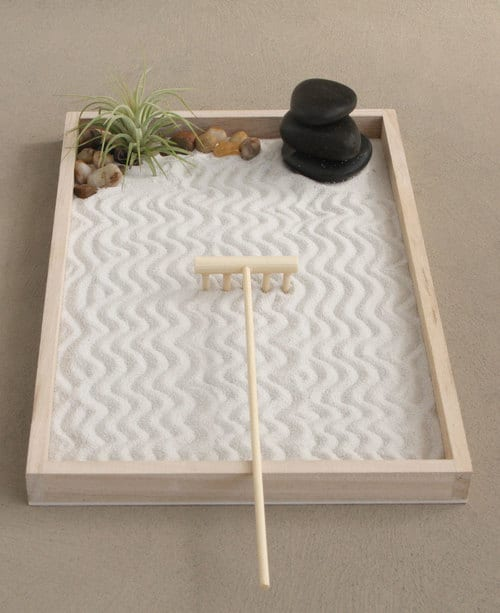 mini jardim zen em caixa de madeira
